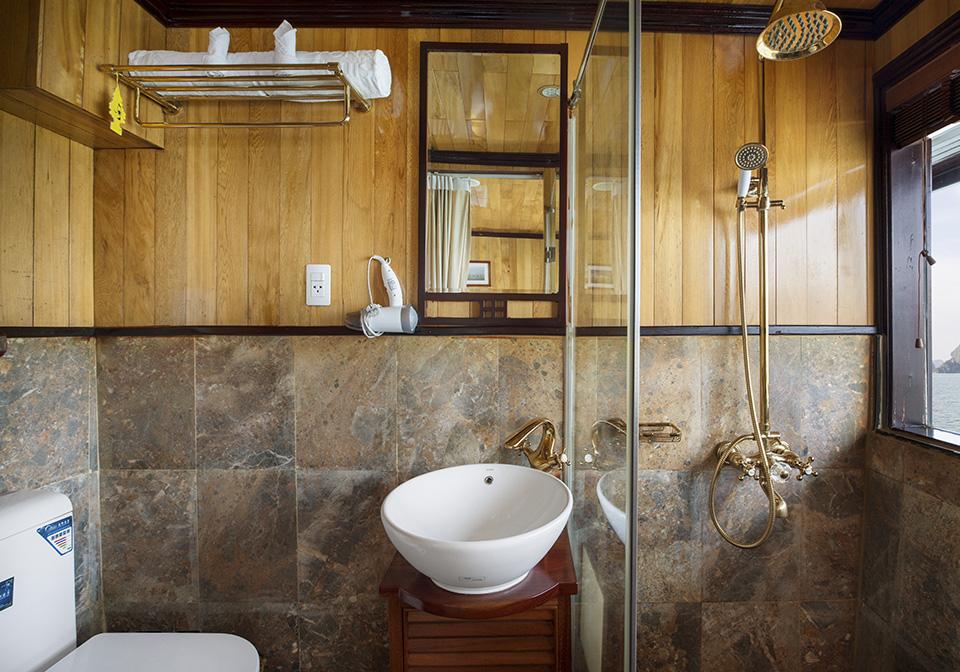 Garden Bay Luxury Cruise bathroom