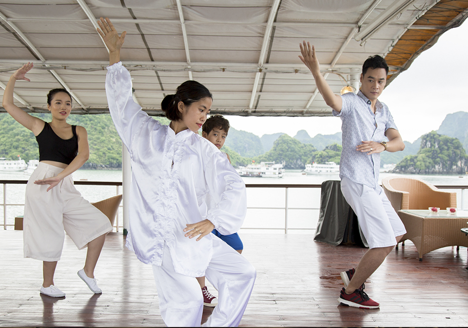 Halong Emeraude Cruise Tai Chi