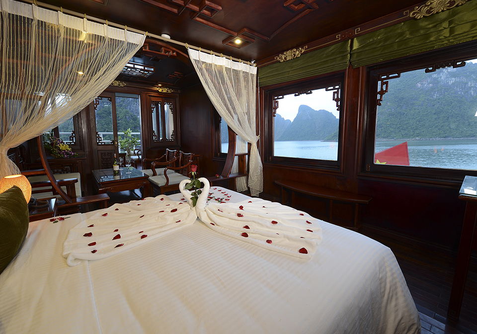 Halong Royal Palace Cruise Honeymoon