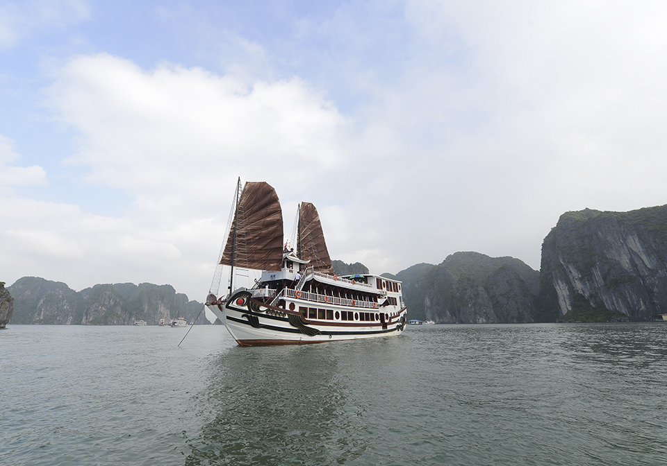 Halong Royal Palace Cruise Overview