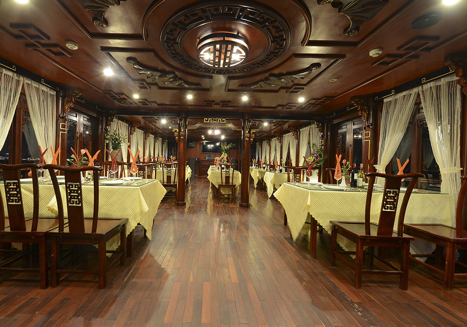 Halong Royal Palace Cruise restaurant