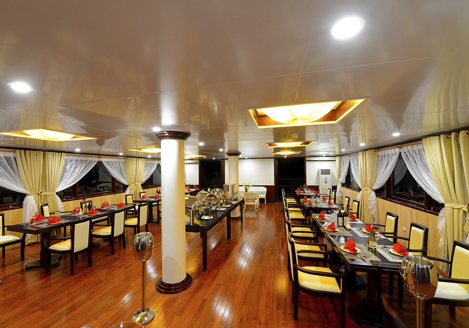 Halong Silver Sea Cruise restaurant