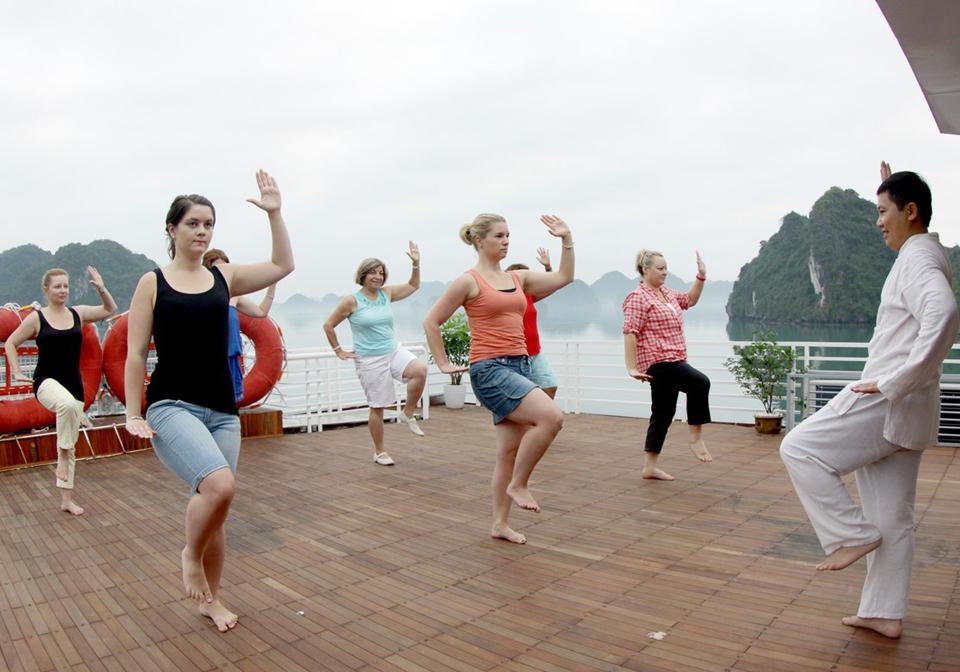 Huong Hai Sealife cruise tai chi