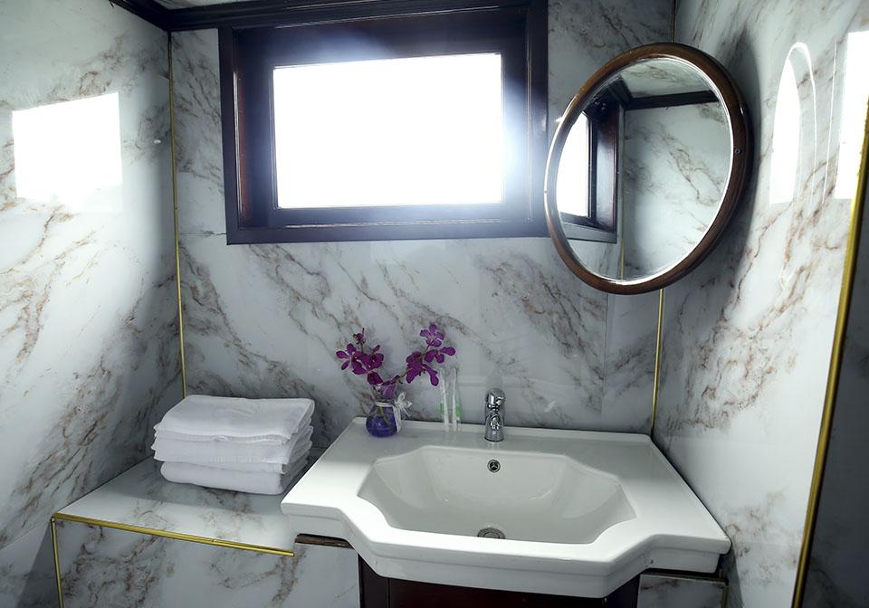 Legend White Dolphin cruise bathroom
