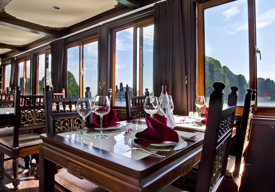 Pelican Halong Cruise dinning room