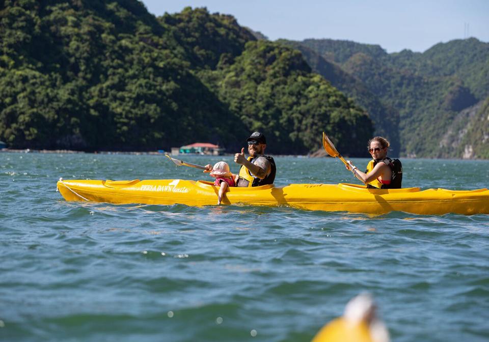 Perla Dawn Sails kayaking 1