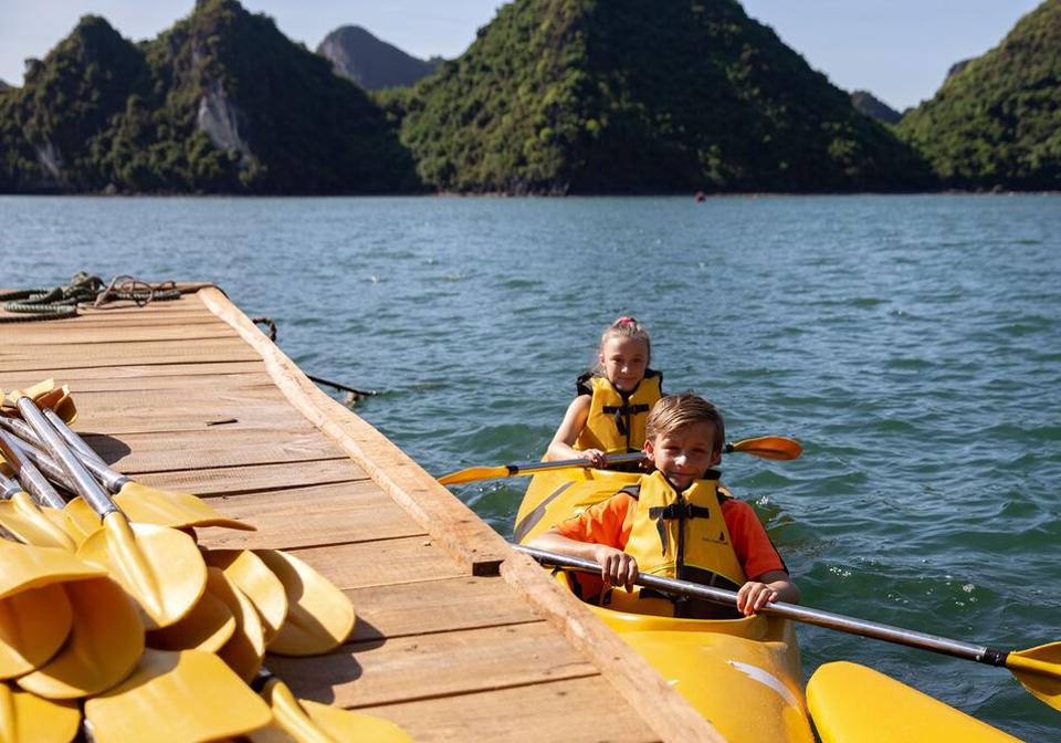 Perla Dawn Sails kayaking