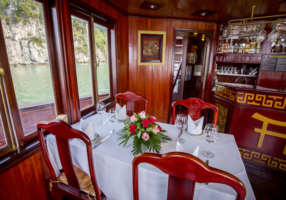 Prince II Junk cruise dining room