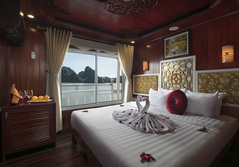 Rose Boutique Cruise Halong Honeymoon room