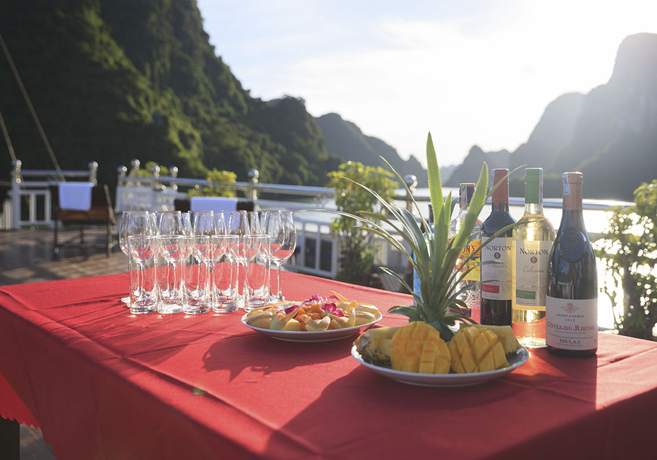 Rose Cruise Halong sundeck 1