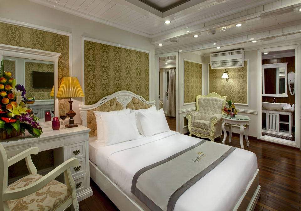 Signatures Halong Cruise bedroom