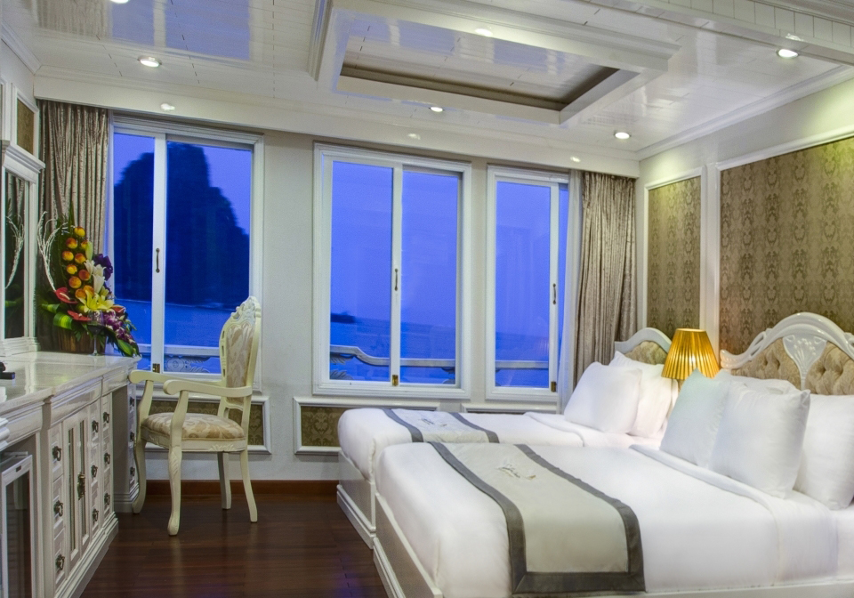 Signatures Halong Cruise family suite 1