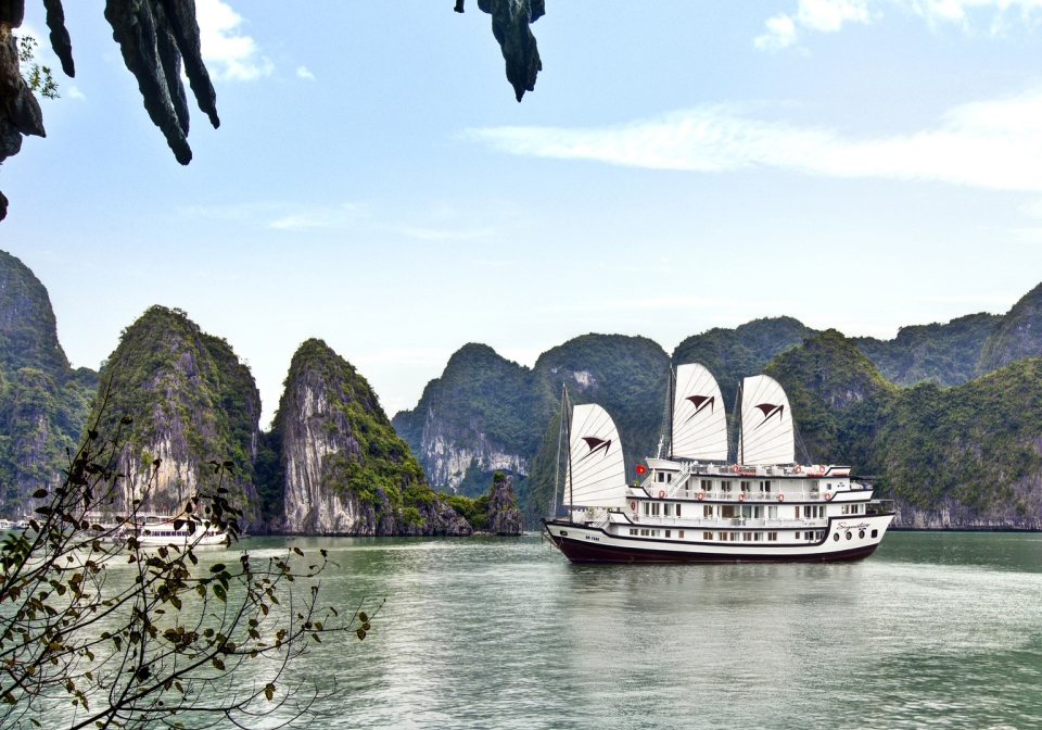 Signatures Halong Cruise overview