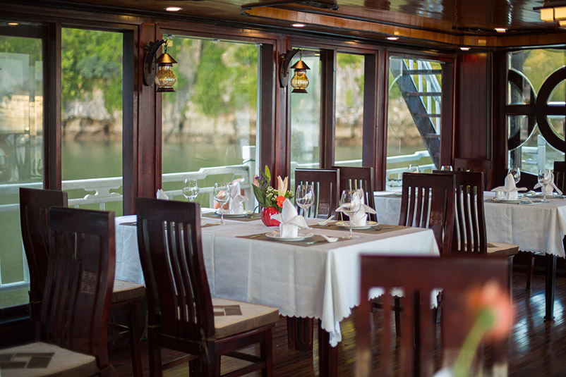 Swan Cruise dining room