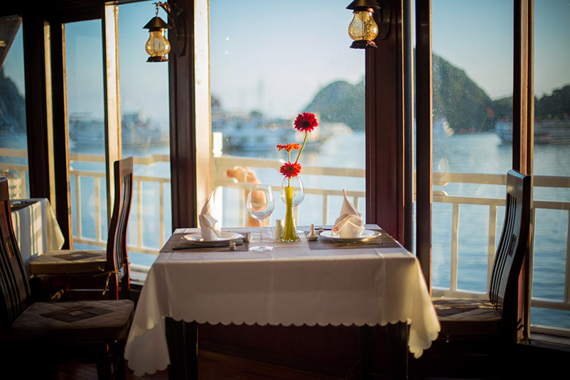 Swan Cruise restaurant