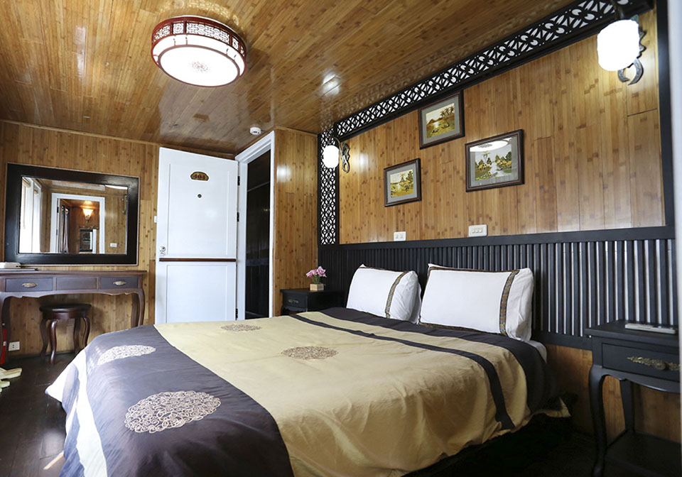 White Dolphins Cruise double room