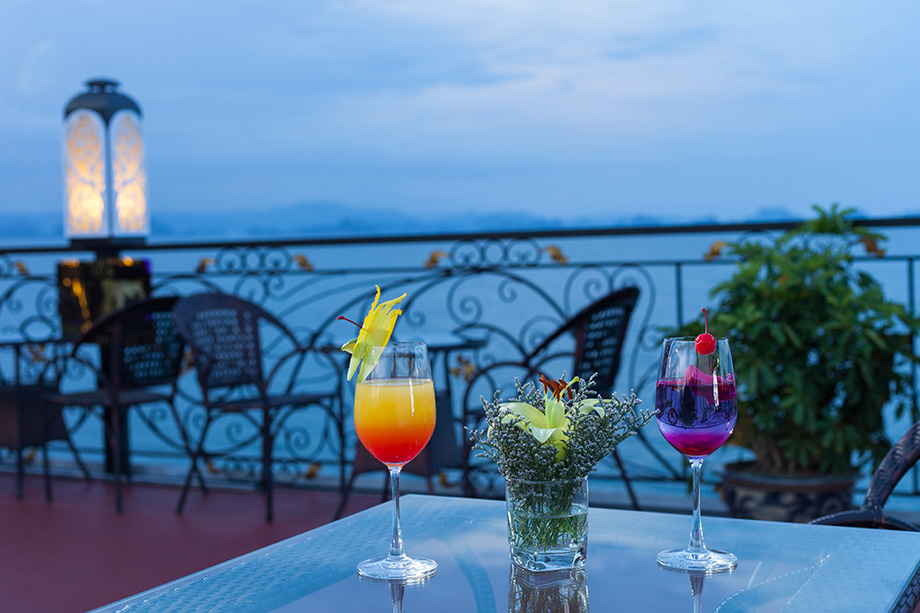 sunset-cocktails-ancora-cruises