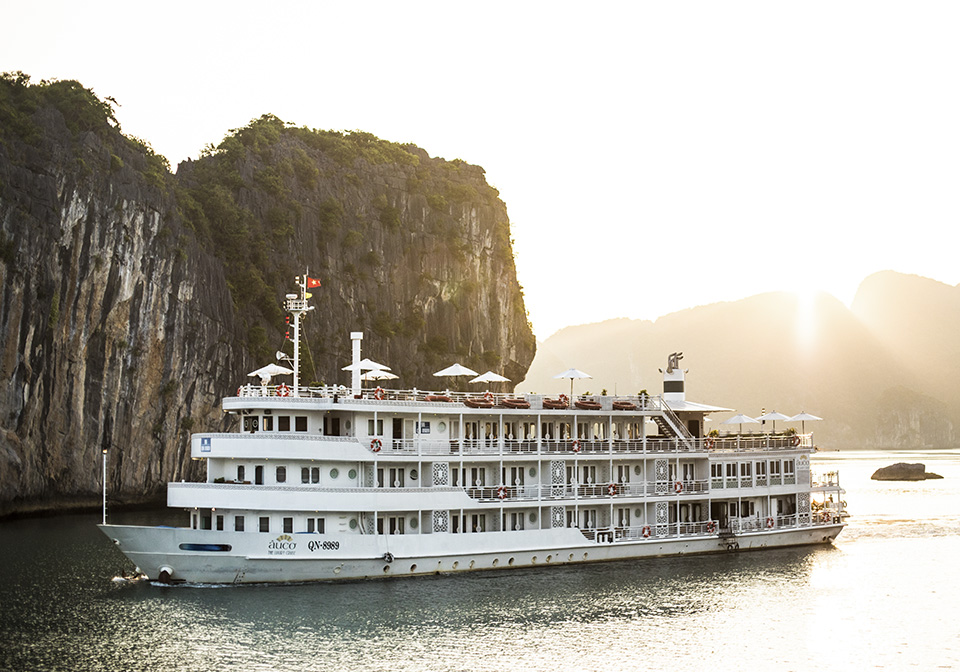 Ships in the Lan Ha Bay cruise are designed with safety and convenience in mind