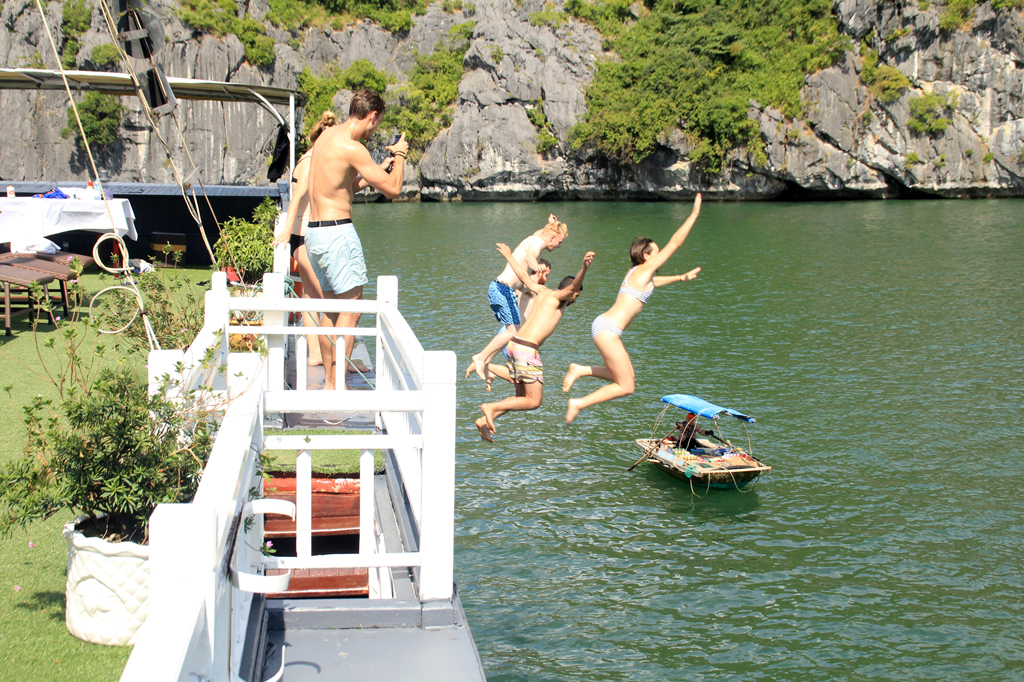 Treat yourself to an energizing swim in the boundless water of Lan Ha Bay