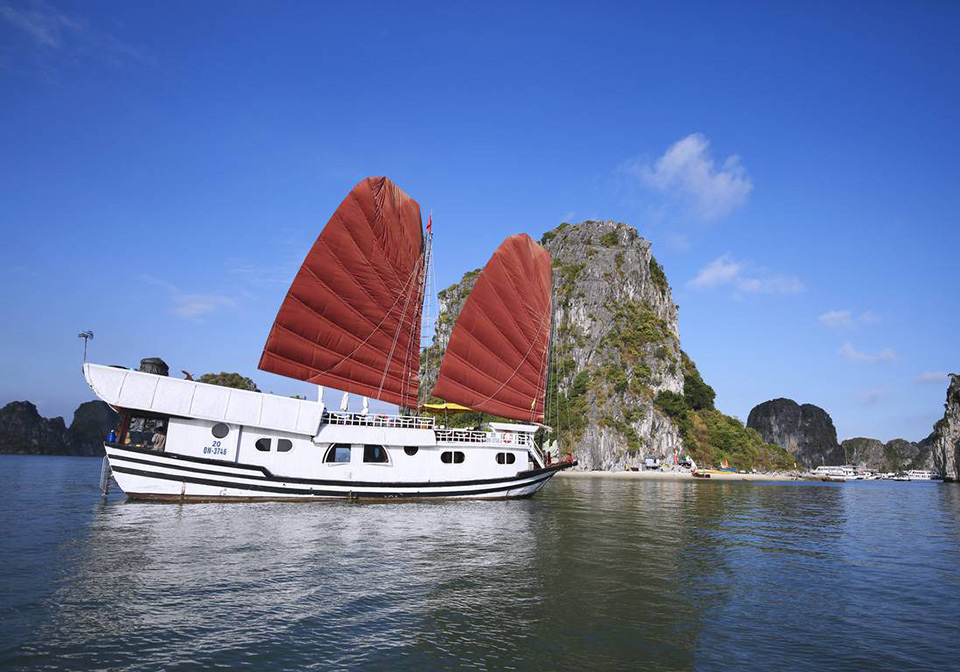 halong_bay_private_cruise_Dragon_Bay_Cruise