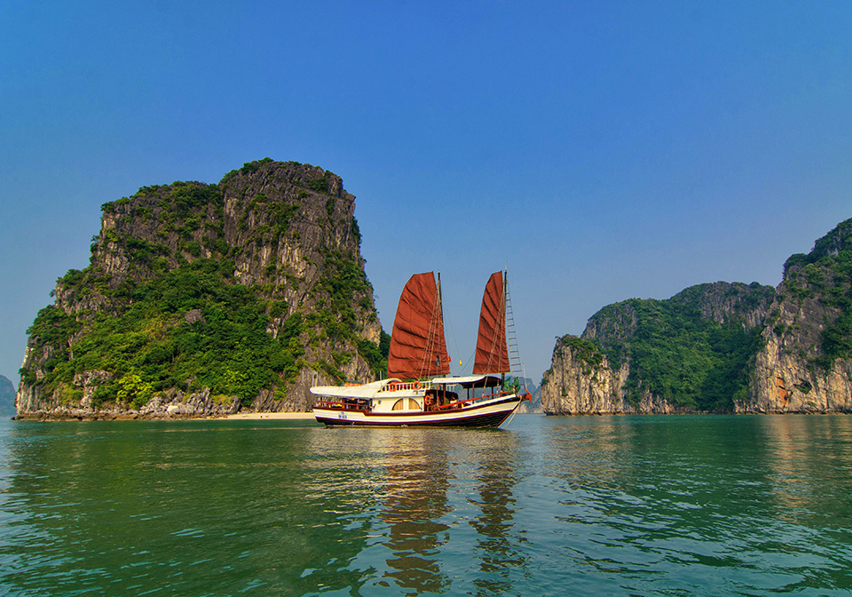 halong_bay_private_cruise_L'Amour_Junk