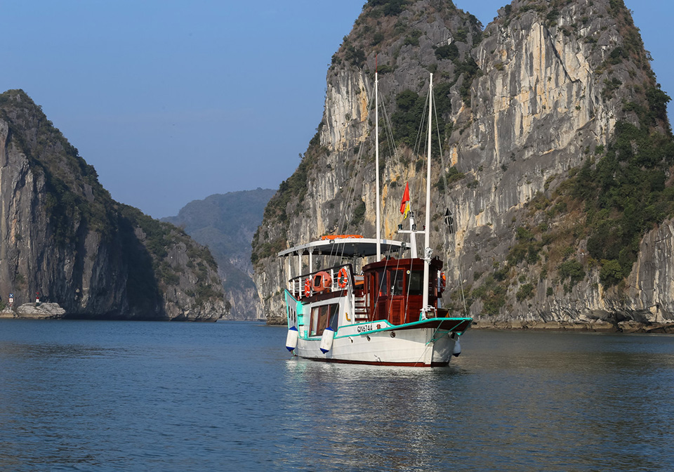 halong_bay_private_cruise_LAzalee_day_cruise