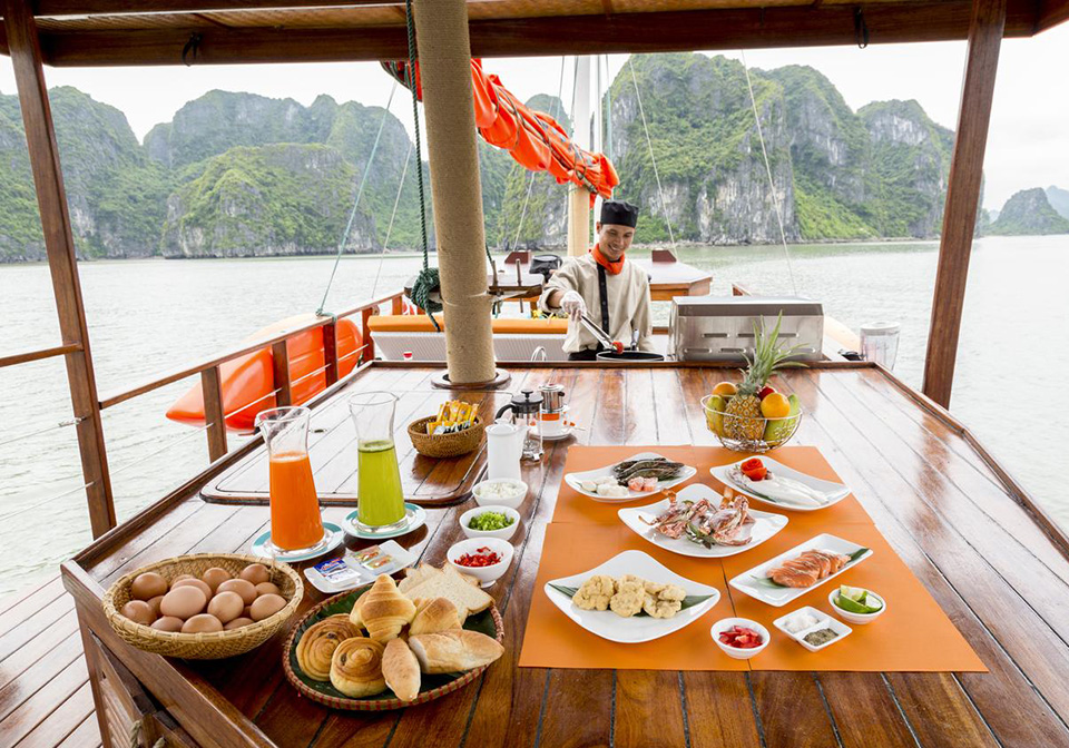 halong_bay_private_cruise_LAzalee_day_cruise_1