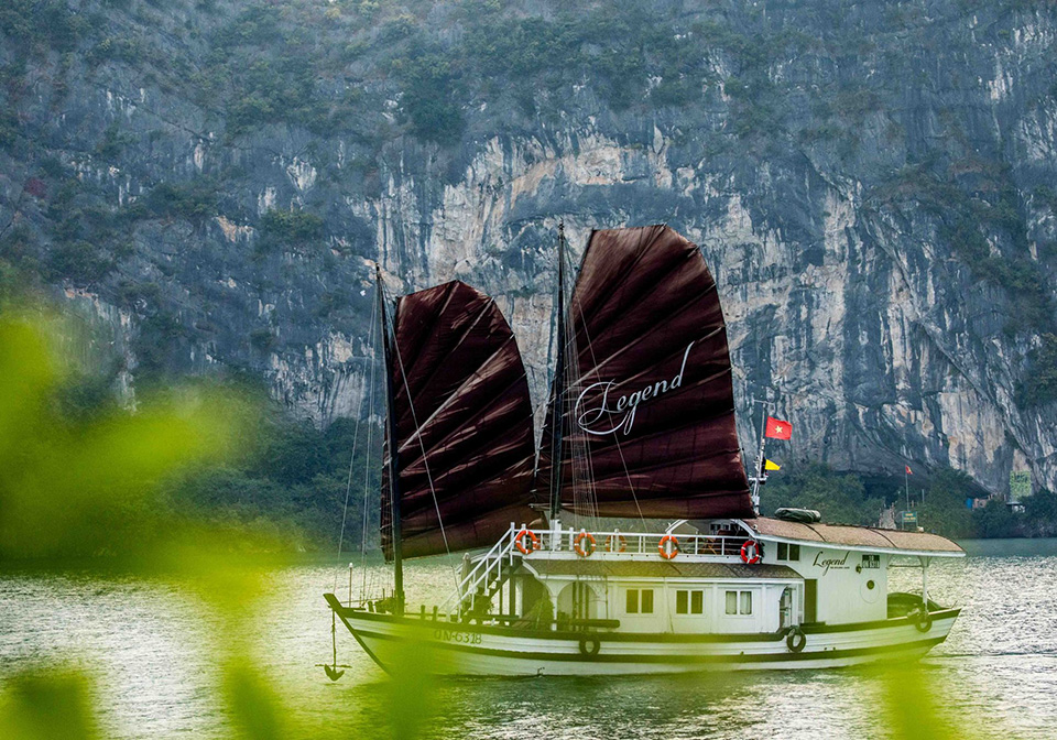 halong_bay_private_cruise_bhaya_legend
