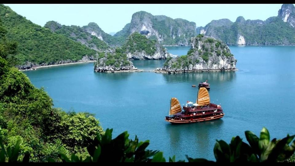 Halong bay wonderful natural beauty.