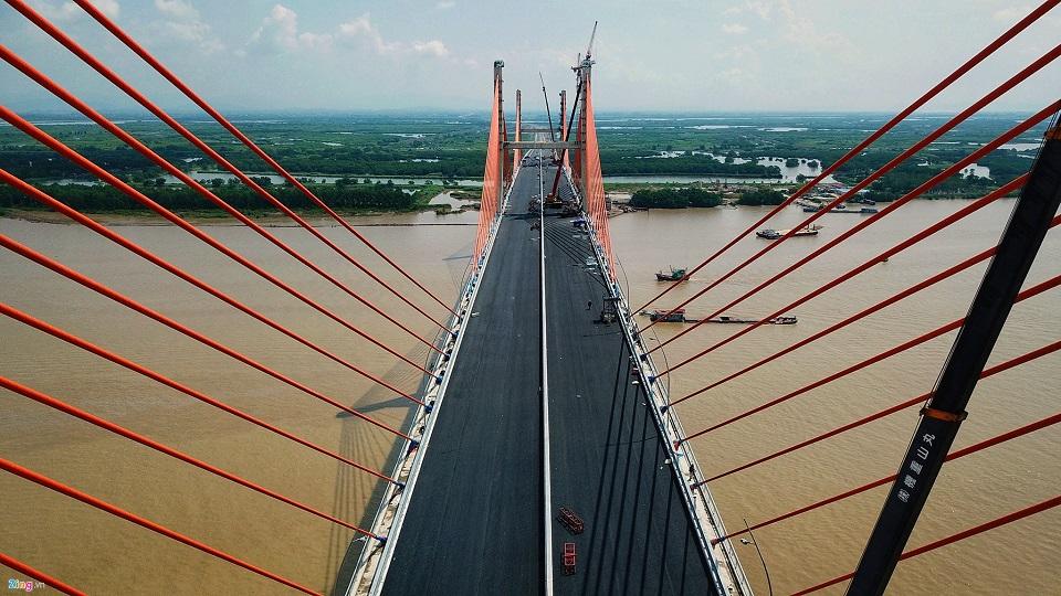 Bach Dang Bridge