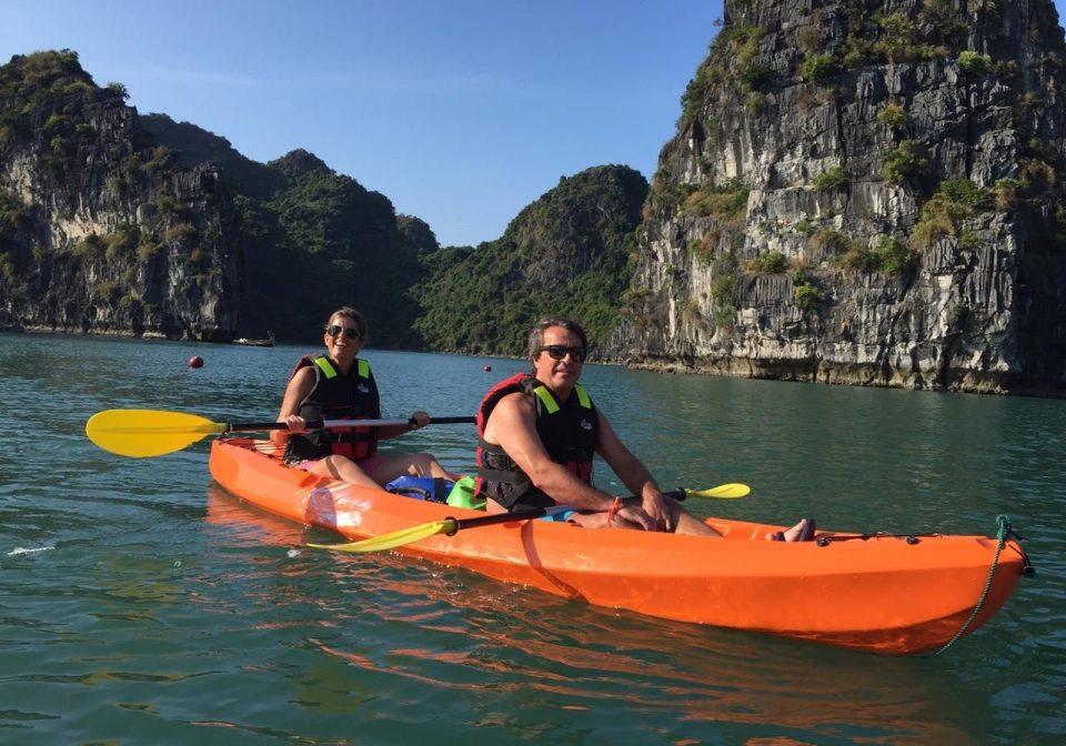 kayaking Bai Tu Long Bay