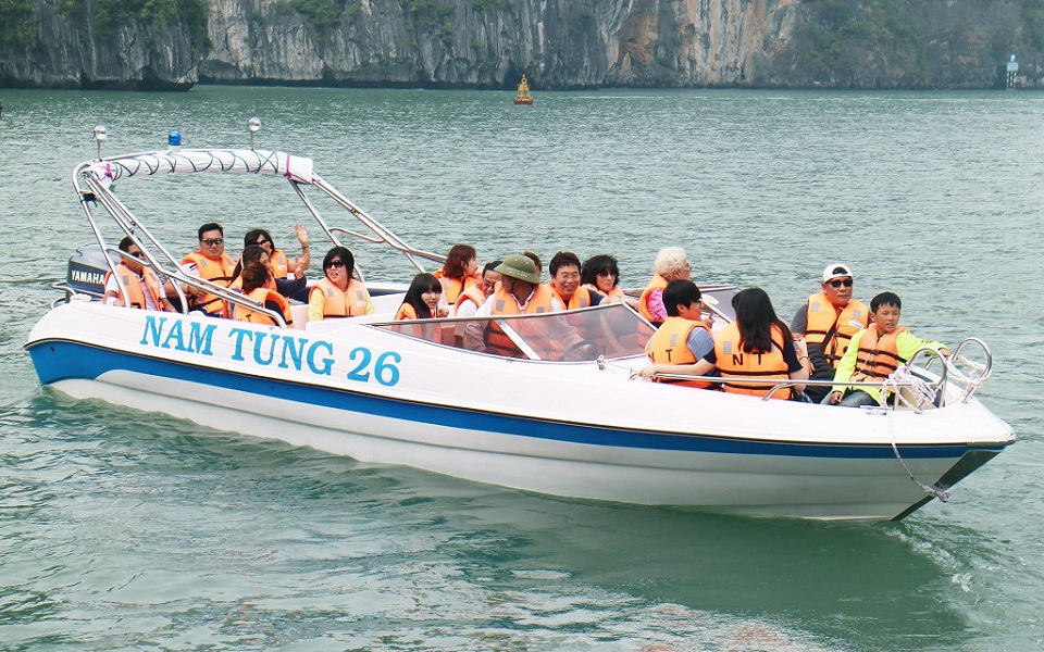 High-speed boat Tuan Chau - Cat Ba